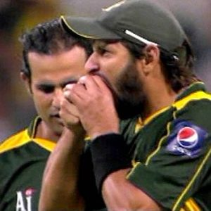 Shahid Afridi banned for biting ball