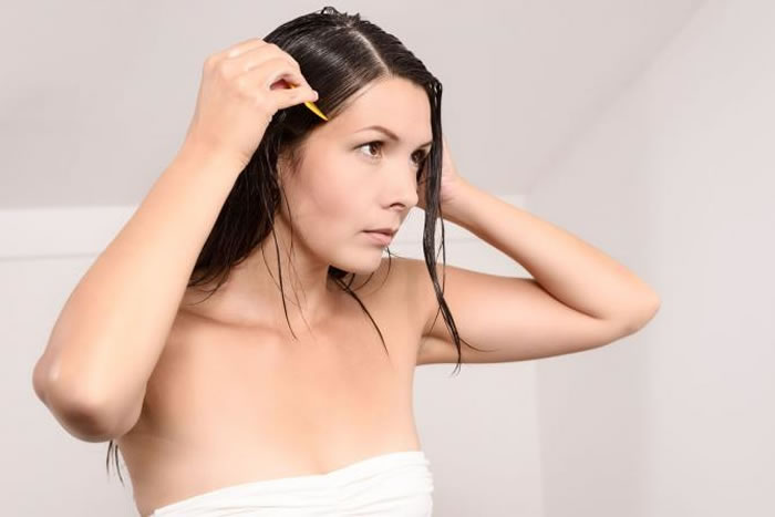 Treats Dandruff and prevents hair loss