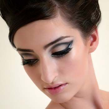 How to Apply 1960's Style Eye Makeup