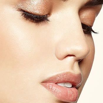 How to Naturally Thicken Your Eye Lashes