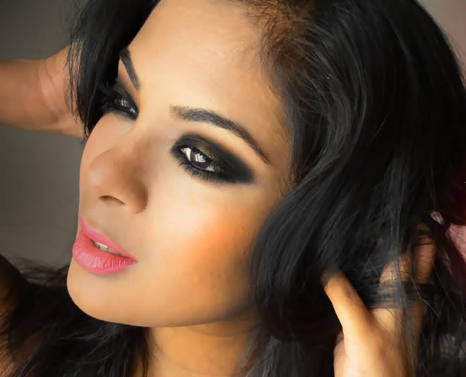 Lip color: since you already created drama atop your eye lids, choose a light lip color so as to let the eye makeup speak for itself. For basic black Smokey ...