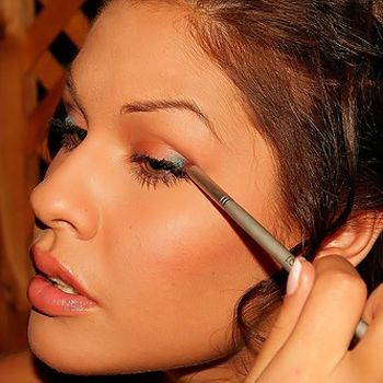 Enhance your beauty with summer makeup