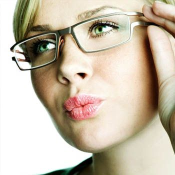 Can hormones affect my eyesight?