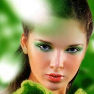 Green Eyeliner Could Look So Chic?