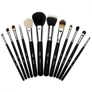Keep your beauty brushes clean