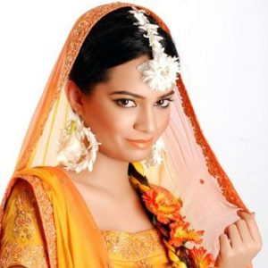 Mehndi Makeup for the Bride to Look Fresh