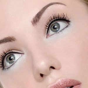 Use Eye Cosmetic With Care