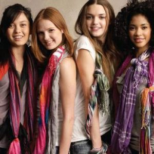 Fashionable Scarves to look Beautiful