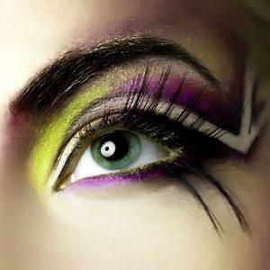 Simple Eyes Makeup application in 7-Steps