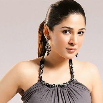 Ayesha Omer rejected to do  Abaya Modelling