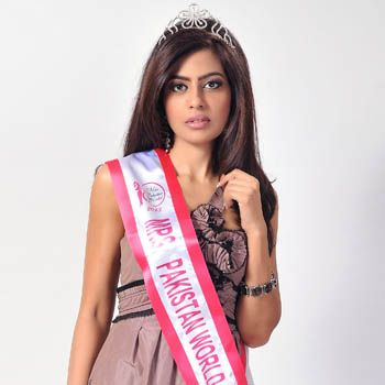 Farah Mahmood Wins Crown For Mrs. Pakistan World 2013