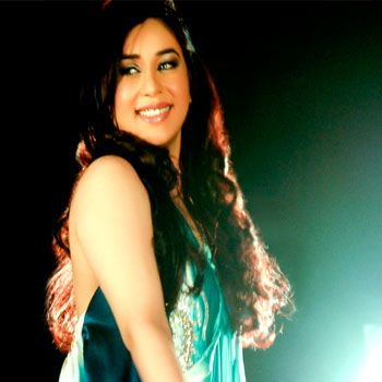 Komal Rizvi Sings 'AA RE AA' For The System