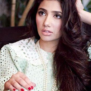 Mahira Khan joins Shah Rukh for Raees Movie