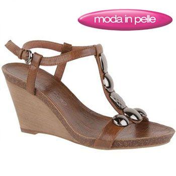 Moda In Pelle Stylizes The Feet With Designer Footwear
