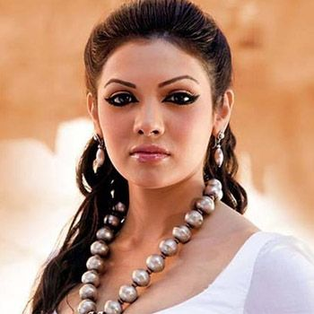Mona Lizza Aka Sara Loren To Appear In Murder 3