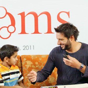 Shahid Afridi meets his little fan