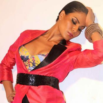 Sizzling Hot Veena Malik Turns Singer With 'Drama Queen'