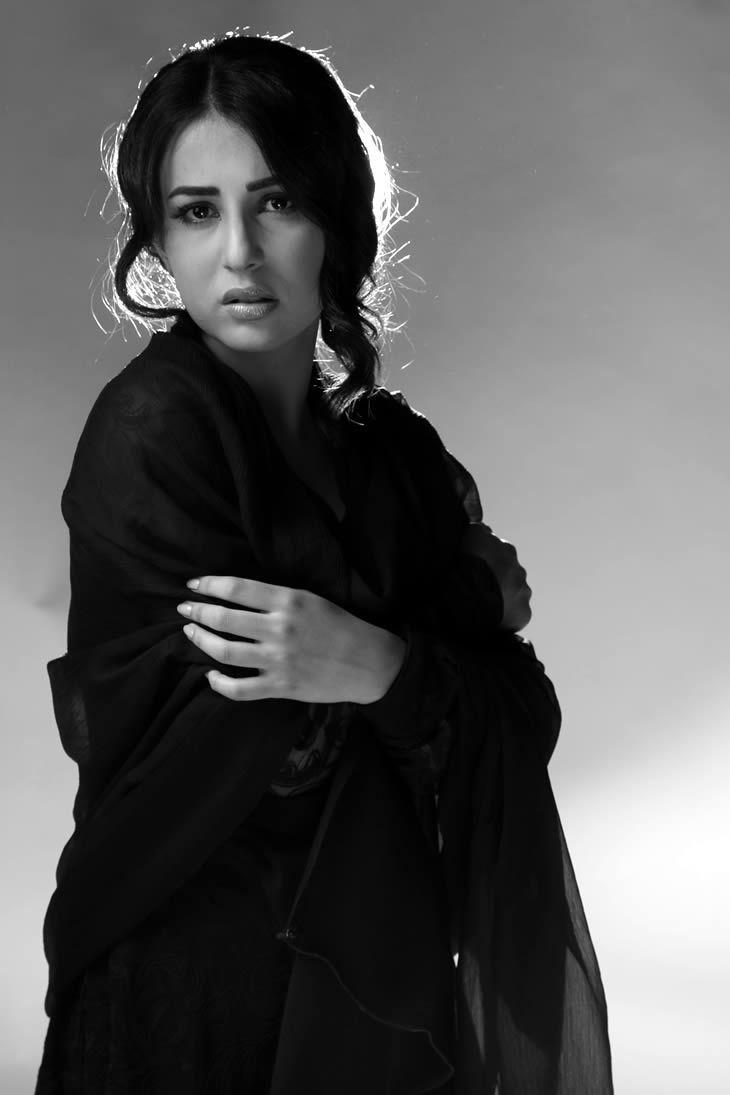 Ushna Shah Biography, Ushna Shah Pics