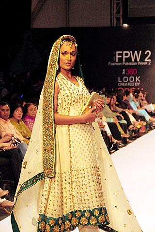 Anum Siraj at Pakistan Fashion Week 2010