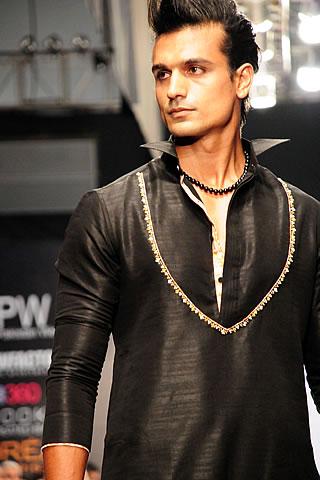 Munib Nawaz at Fashion Pakistan Week 2010