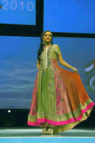 Saadia Mirza Collection at Dubai Business Gala 2010