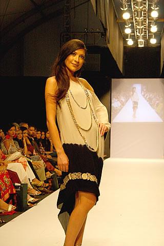 Sana Safinaz at Karachi Fashion Week 2010
