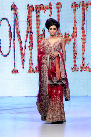 Tooba Siddiqui in Mehdi's collection