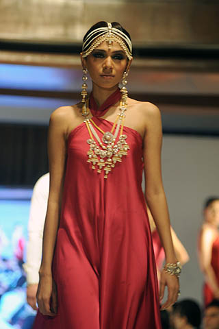 Fashion Model Tooba at Taiba Gold and Diamond Jewellery Collection