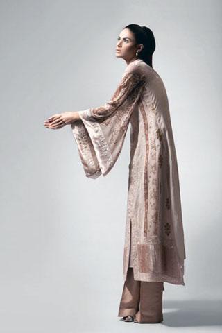 Neha Ahmed modeled for Threads & Motifs