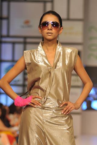 Sanam Chaudhri at Fashion Pakistan Week 2012