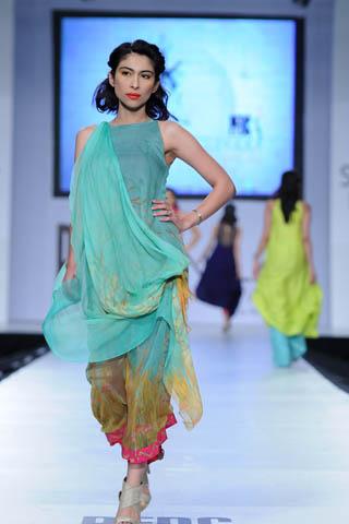 Meesha Shafi at PFDC Sunsilk Fashion Week 2012 Day 4