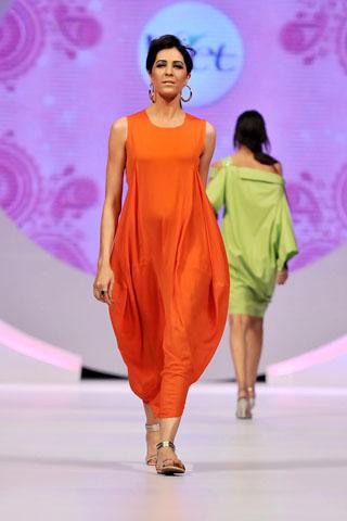 Sanam Chaudhri Collection at Veet Beauty Celebrations 2011, Sanam Chaudhry