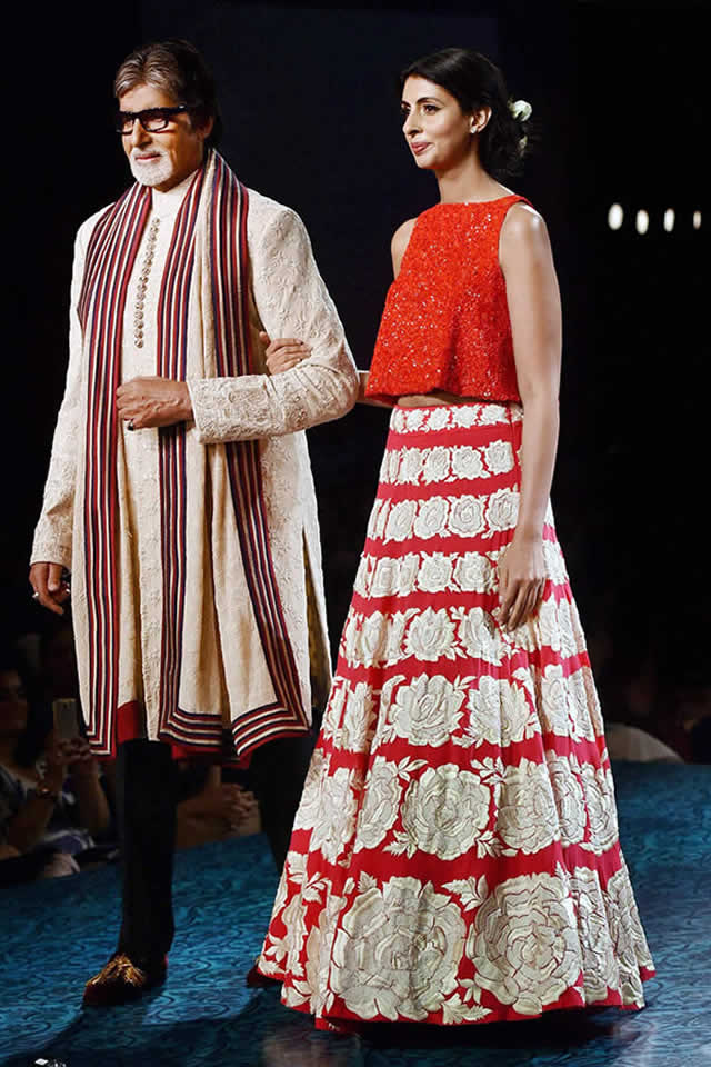 Amitabh Bachchan with Daughter 2015 Mijwan collection