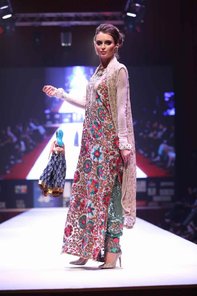 2015 International Fashion Festival Braahtii by Huma Nassr Formal Dresses Pics