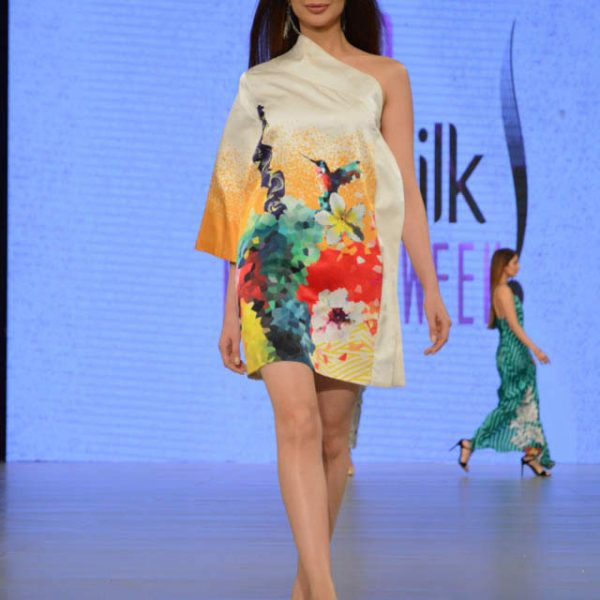 Deepak Perwani Dresses at PSFW 2016