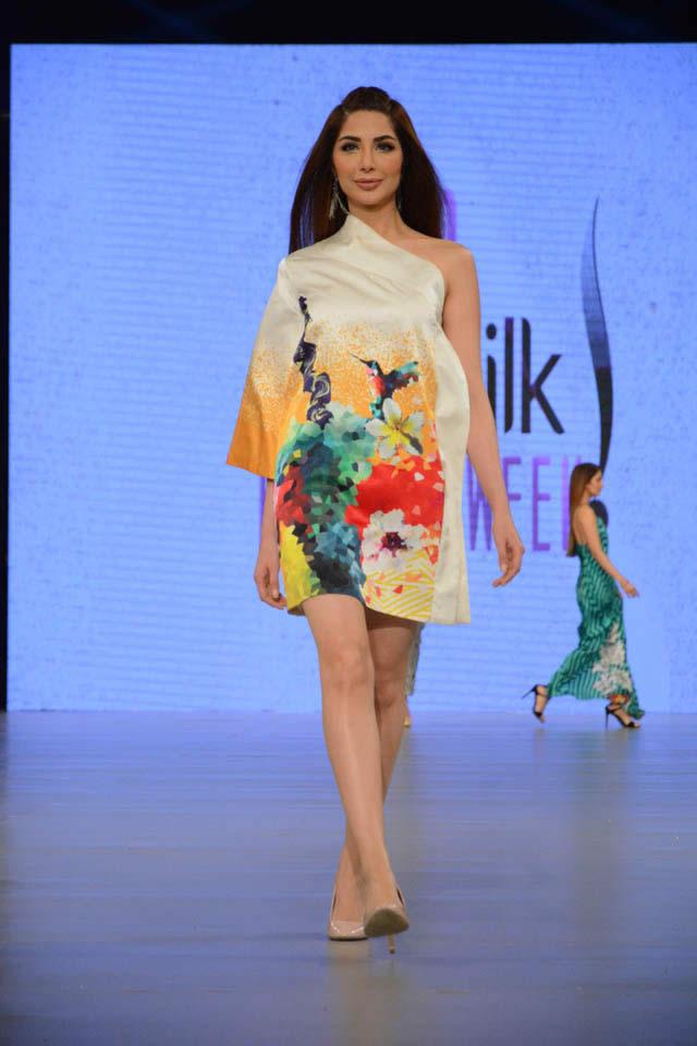 Deepak Perwani Dresses at PSFW 2016