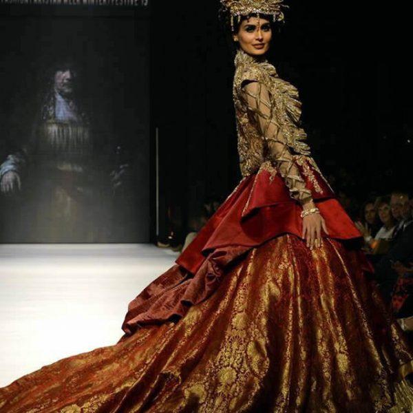 Nilofer Shahid Dresses at Fashion Pakistan Week W/F 2015