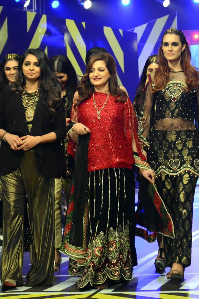 Runway Pakistan 2016 Saira Rizwan Dresses