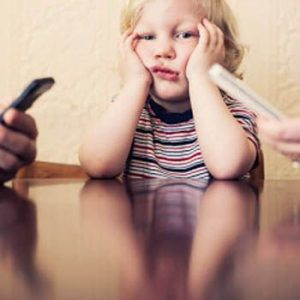 Why Cell Phones Are Bad For Parenting