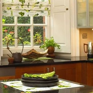 How to Decorate your Kitchen Window