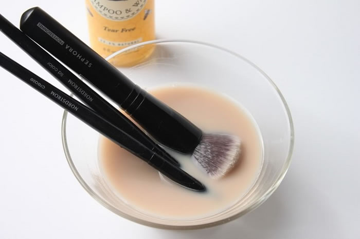 Keep It in Mind to Clean Your Makeup Brushes on a Regular Basis