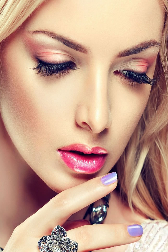 Quick and Great Makeup Tips for College Girls!