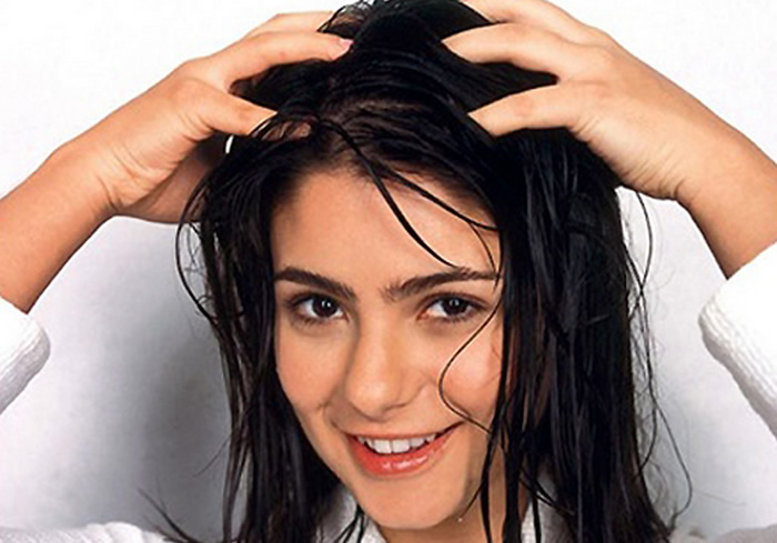 Bless those long tresses with oh-so-relaxing champi sessions