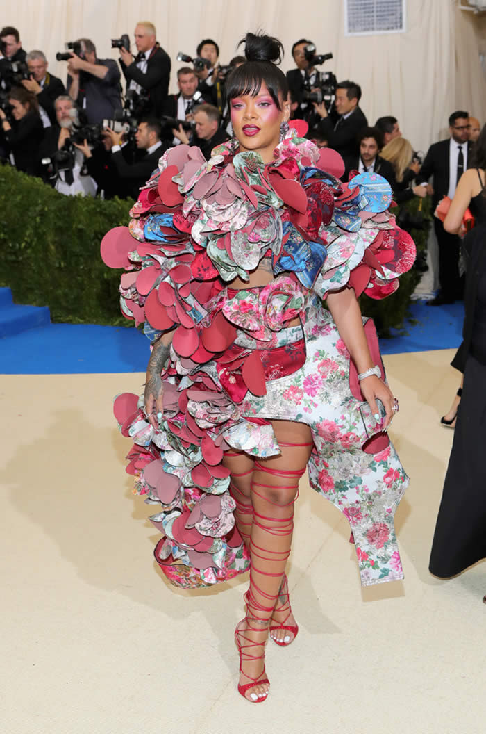 YAS: Rihanna in Comme des Garçons