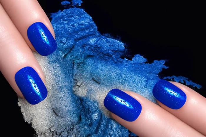 Blue dip powder nails