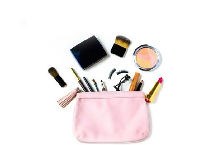 Emergency make up kit is your lover boy