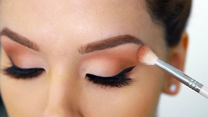 Encircle Your Eyes with Your Blending Shadow
