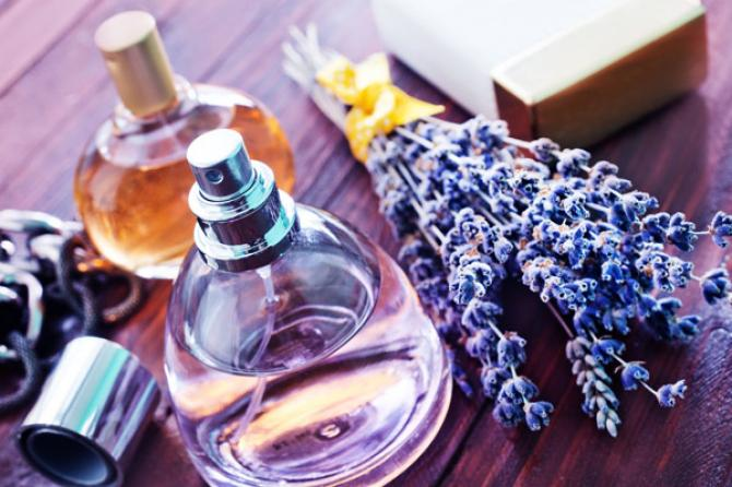 9 Homemade Facial Mists According To Your Skin