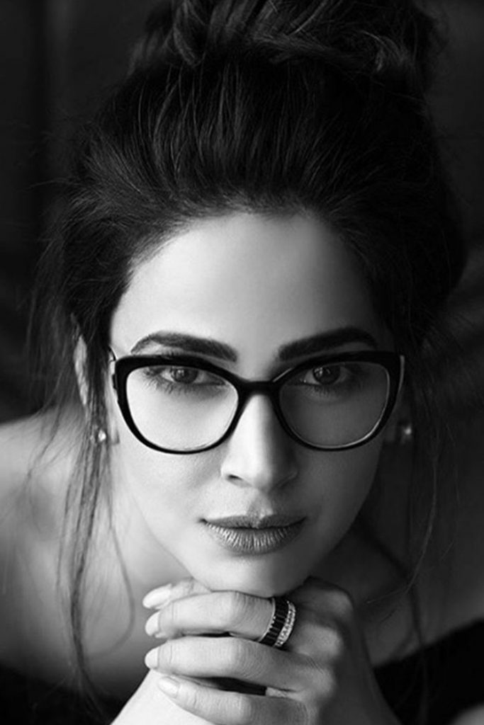 Saba Qamar Acquired a Pretty Daring Photoshoot