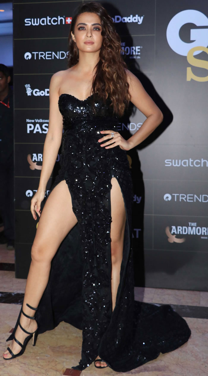 Surveen Chawla poses for the cameras on her arrival at the GQ Style Awards 2018 held at Taj Lands End in Mumbai